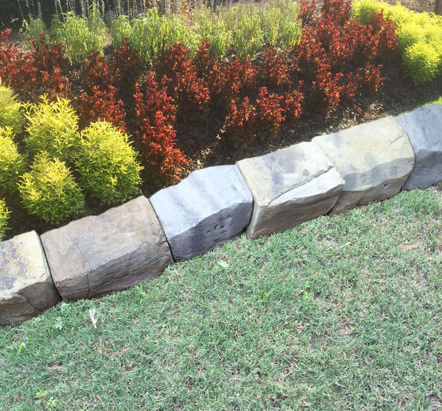 Garden In Newman Yellow Stone Edging By