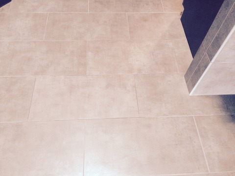 Casual / Comfortable Bathroom with gray ceramic floor tile