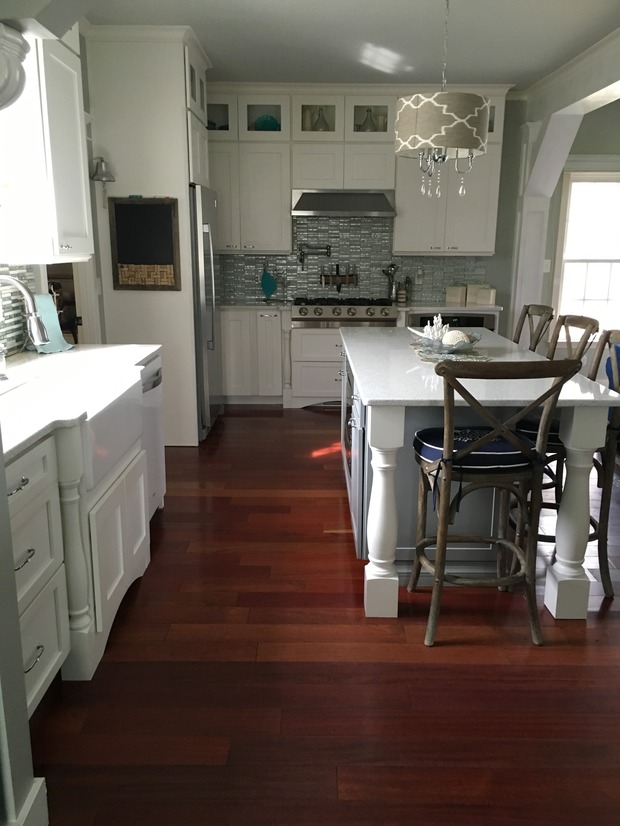 English Country Kitchen in Northfolk - white quartz counter ...