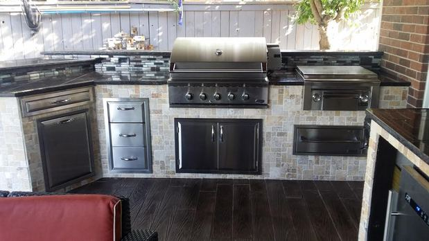 Contemporary Outdoor Kitchen in Houston - stone tile ...