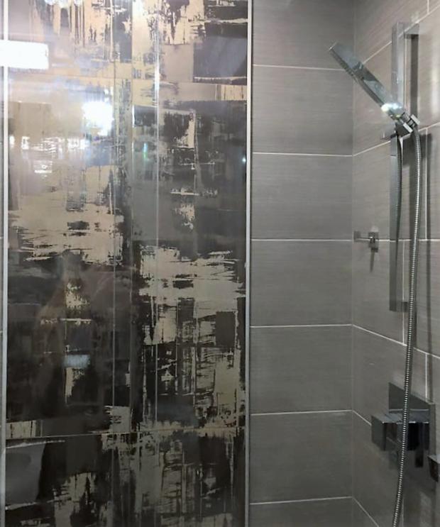 Modern bathroom in east brunswick by l 39 unico builders for Bathroom builders east london