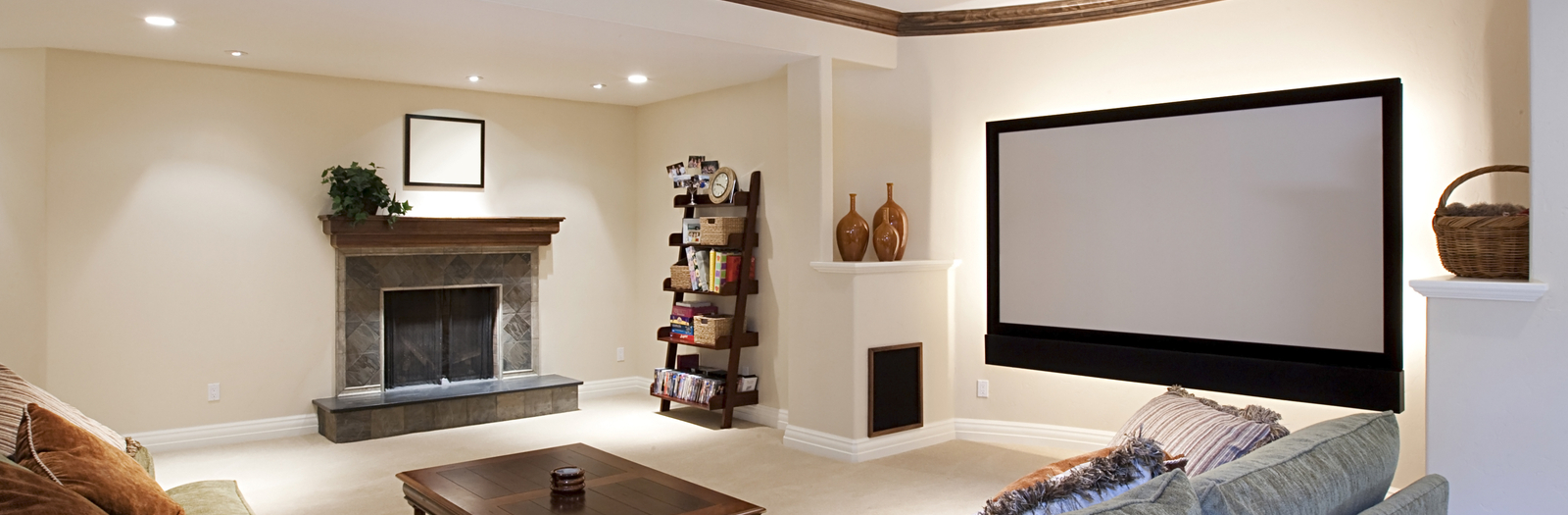 Casual / Comfortable Home Theater with off white wall paint