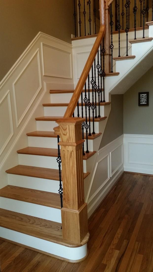 Colonial Staircase In Hiram Light Wood Handrail L