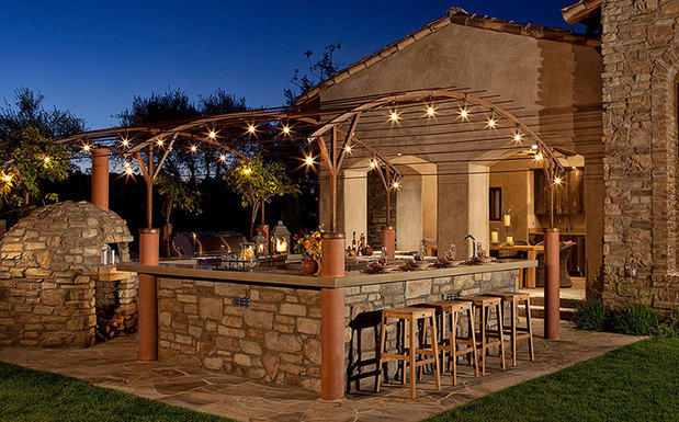 Southwestern Outdoor Kitchen In Valley City Stone Bar