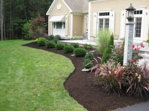 Traditional Landscape with plant border around patio